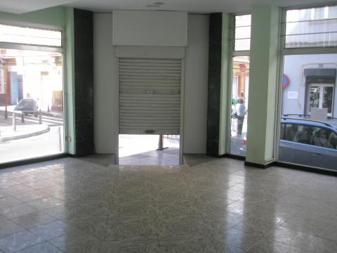 Local comercial en alquiler en las palmas alcaravaneras for Alquiler pisos alcaravaneras