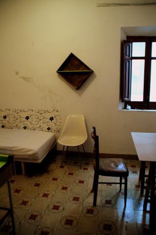 Habitaci n en alquiler en granada centro calle buensuceso for Alquiler pisos granada centro