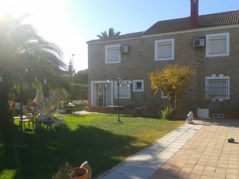 Chalet en alquiler en sevilla montequinto calle moctezuma n28 - Casas en montequinto ...